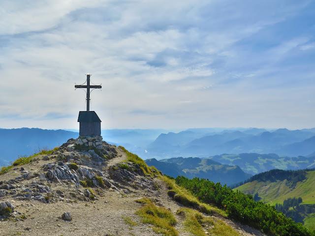 Das Gipfelkreuz des Geigelsteins