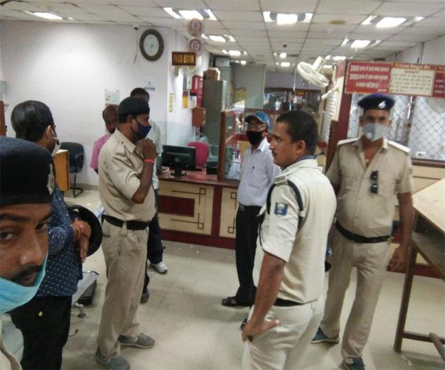 पटना में पंजाब नेशनल बैंक में 60 लाख की लूट, पुलिस महकमे में मचा हड़कंप