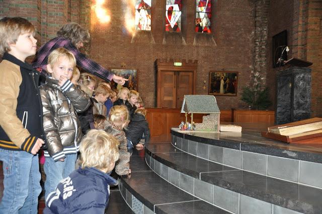 Kleuters bezoeken Martinuskerk - DSC_0015.JPG