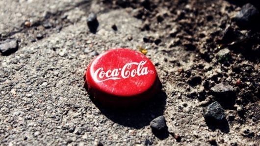koka-kola_coca-cola_napitok_kryshka_myatyy_poverhnost_30652_602x339