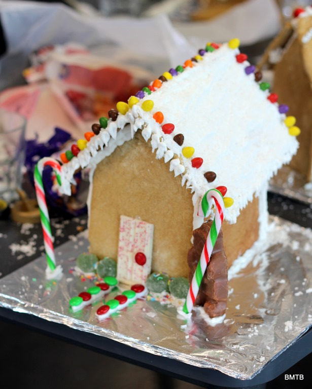 [Gingerbread%2520Houses%2520by%2520Baking%2520Makes%2520Things%2520Better%2520%25283%2529%255B5%255D.jpg]
