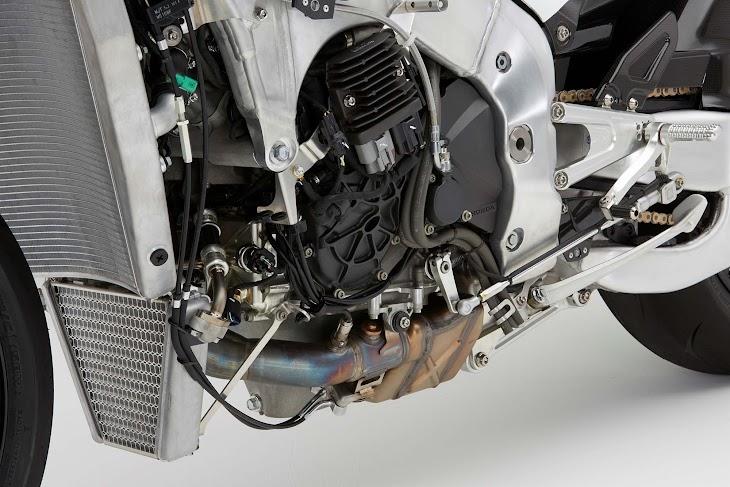 2016-Honda-RC213V-S-street-bike-119.jpg