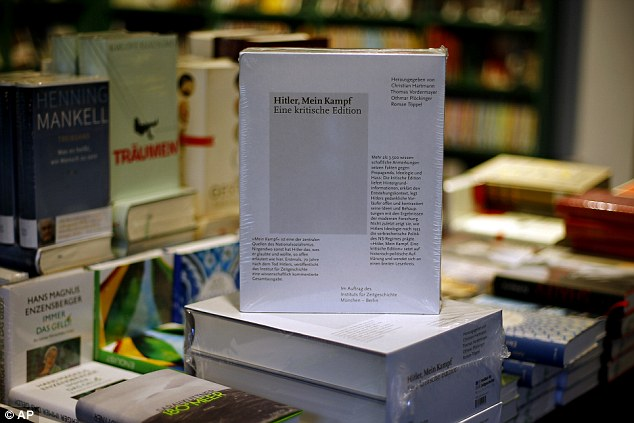 A Mein Kampf új kiadása egy németországi könyvesboltban - nagyon hamar elfogyott