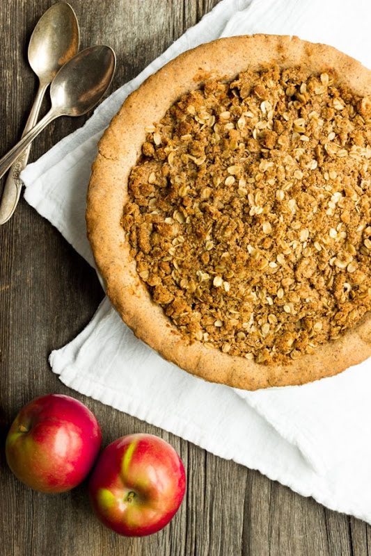 Deep-Dish-Apple-Pie-with-Crumb-Topping-1