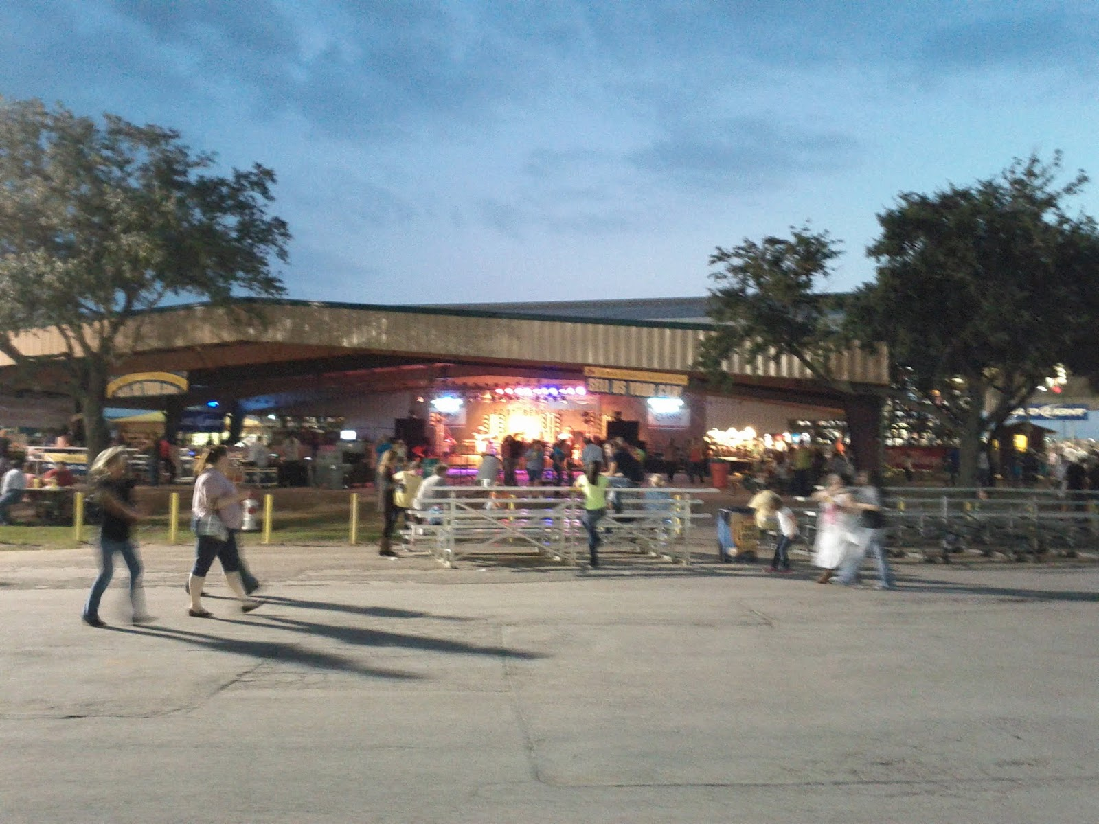 Fort Bend County Fair 2012 - IMG_20121006_191857.jpg