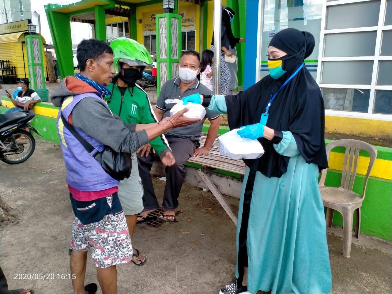Legislator Golkar DPRD Soppeng Hi.Andi Wahdah Adam Berbagi Berkah Bulan Ramadhan