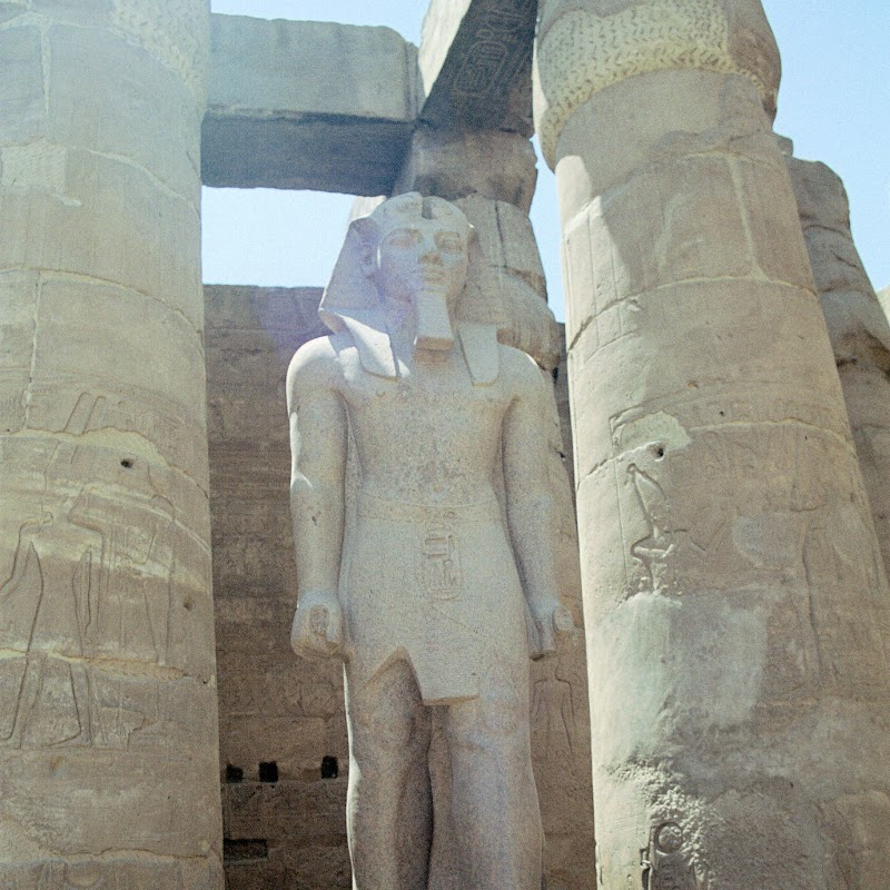 Luxor_13 Luxor Temple Statues.jpg