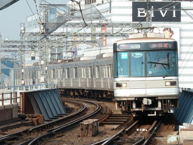 東京メトロ日比谷線 中目黒行き2 03系LED5扉