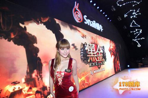 Mỹ nữ Black Gold khoe ngực tại Chinajoy 2012 2
