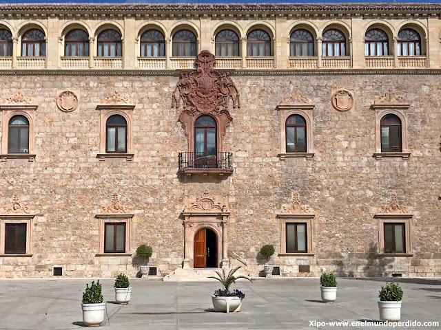 palacio-arzobispal-alcala-de-henares.JPG