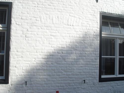 Thorn Finestra chiusa e pittata di bianco