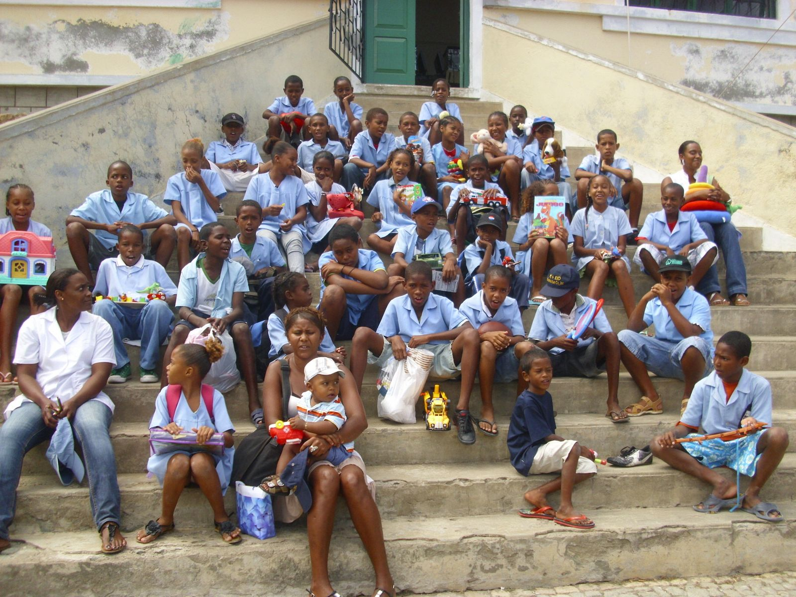 cabo verde fast ferry  cvff gives toys to the children of