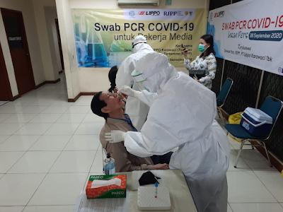 penganbilan uji sample untuk Tes SWAB