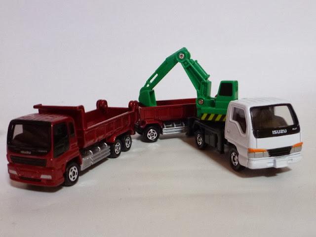 Mô hinh xe tải rơ móc Tomica