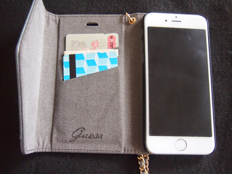 GUESSの手帳型iPhone