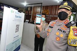Kapolrestabes Surabaya Kunjungi Polsek Tenggilis,Pastikan Jajaran Terapkan Scan QR Code Peduli Lindungi