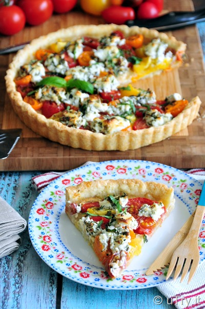 Elegant and gorgeous brunch idea!  How to Make Easy French Tomato Tart 簡易法式蕃茄撻, a perfect way to use up the tomatoes in the garden!   http://uTry.it