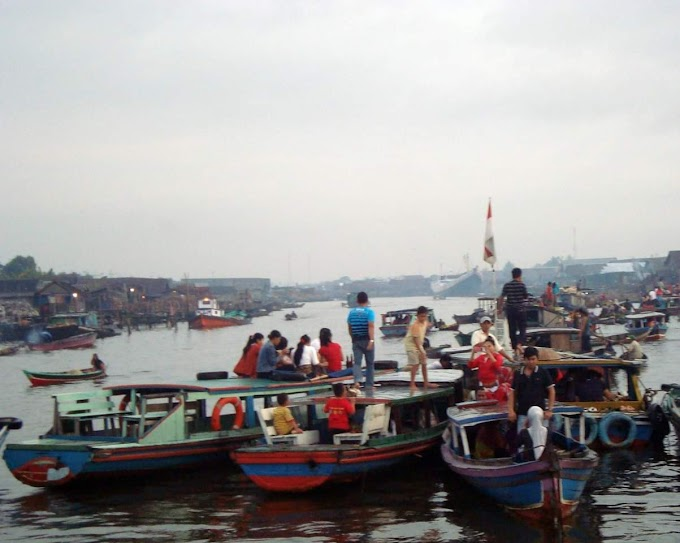 Wonderful Indonesia : Siring Tendean, Pasar Terapung di Tepian Sungai Martapura