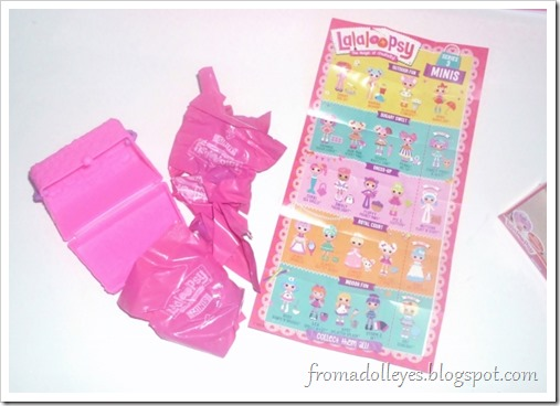 The inside of a Lalaloopsy blind box.