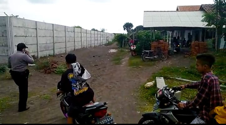 Polsek Puger Bubarkan Kerumunan Pengunjung Pantai Pancer