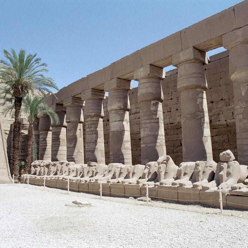 Luxor_16 Karnak Temple Columns.jpg