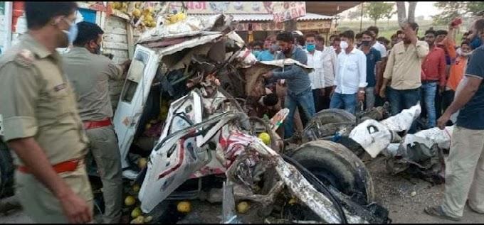 खड़े ट्रक में पीछे से पिकअप ने मारी टक्कर पिकअप पर सवार मौके पर ही दो की मौत #Uttarpradesh News