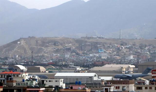 EE.UU. interceptó cinco cohetes que apuntaban al aeropuerto de Kabul mientras diplomáticos se retiraban