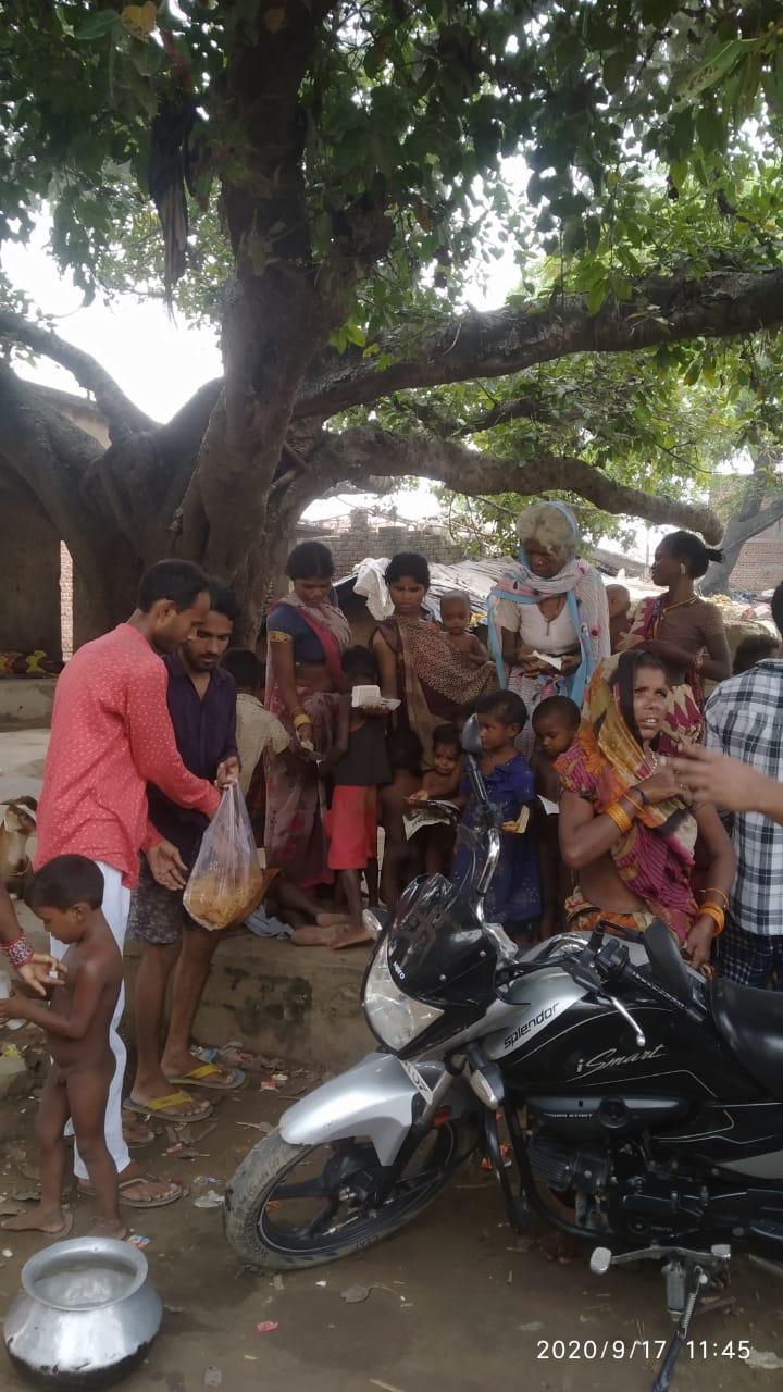 भाजपा कीड़ा प्रकोष्ठ ने मनाया पीएम का 70वां जन्मदिन, बांटी मिठाईयां