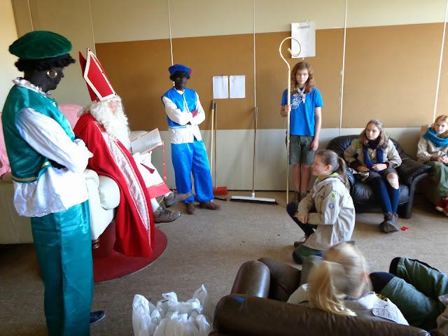 Sinterklaas op de scouts - 1 december 2013 - DSC00174.JPG