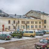 Выходишь из здания почтамта, и со ступенек открывается вид на центр культуры горда Суворова.