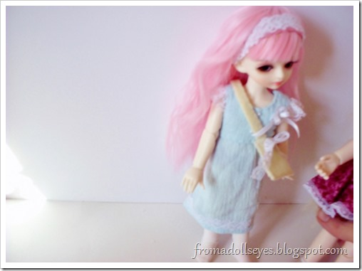 Doll bloopers with some tips for taking doll photos.  Ball jointed dolls can stand on their own, but only so long :(