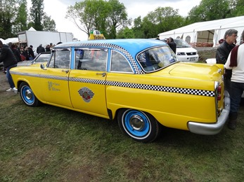 2018.05.01-096 Checker taxi jaune