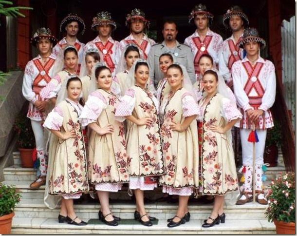 romanian-traditional-clothing-costume-romanian-people-culture