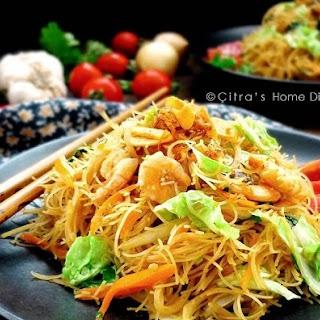 Indonesian Fried Vermicelli / Bihun goreng kecap.