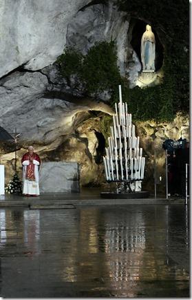 Benedikt mit Lourdes Madonna