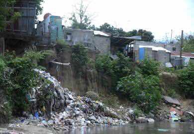 Decenas familias viven en peligro en zonas vulnerables Santiago