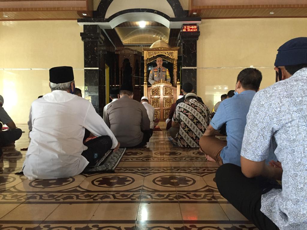 Kapolres Soppeng Sampaikan Pesan Kamtibmas Kepada Jamaah Jum'at