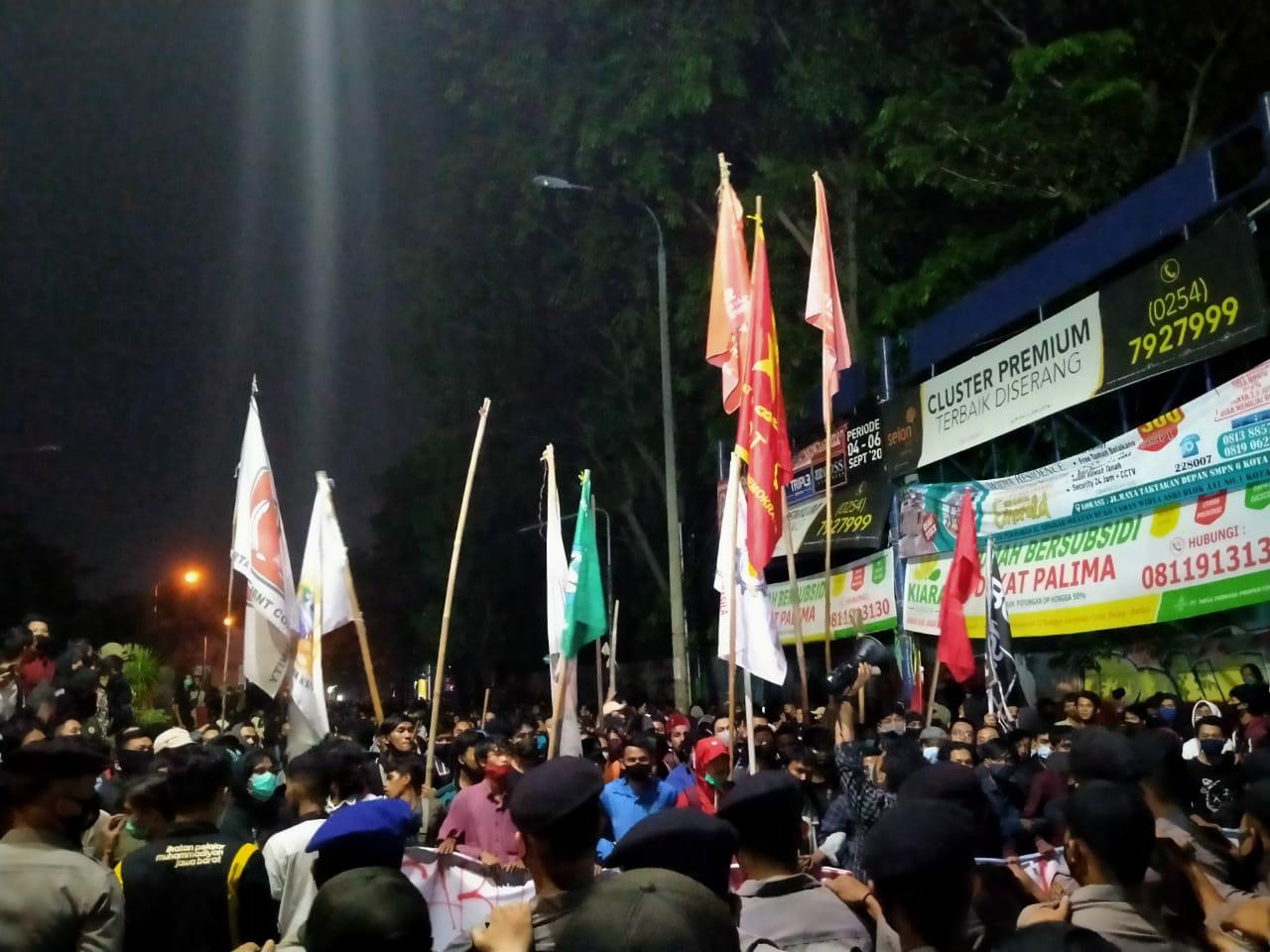 Melebihi Jam, Polisi Bubarkan Aksi Demo Mahasiswa