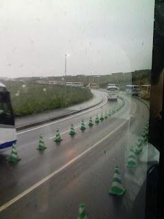 サーキット内でバス渋滞