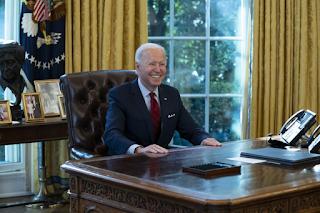 Biden ri e não responde sobre quando pretende conversar com Bolsonaro