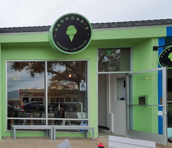 photo of the outside of Hammond's Gourmet Ice Cream at Pacific Beach