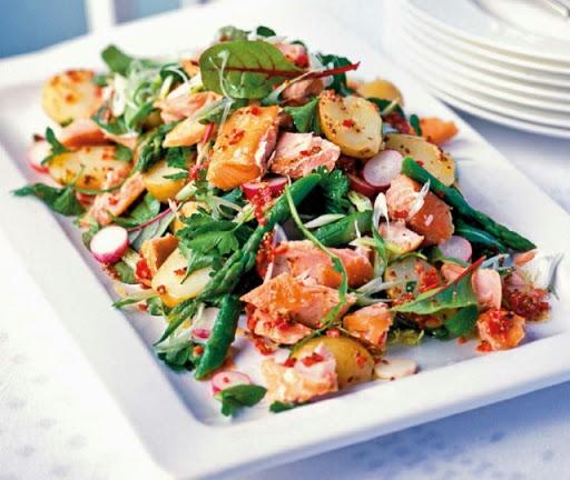 Hot-smoked salmon salad with chilli-lemon dressing