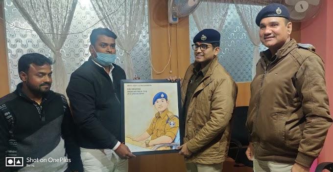 दलसिंहसराय में पदस्थापित प्रशिक्षु एएसपी हिमांशु के स्थानांतरण व पदोन्नति पर उन्हें सम्मानित करते हुए दी गई विदाई।