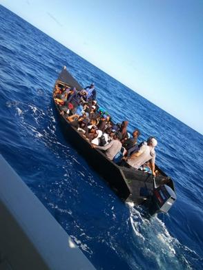 La Guardia Costera repatría a 26 dominicanos detenidos en el pasaje de Mona