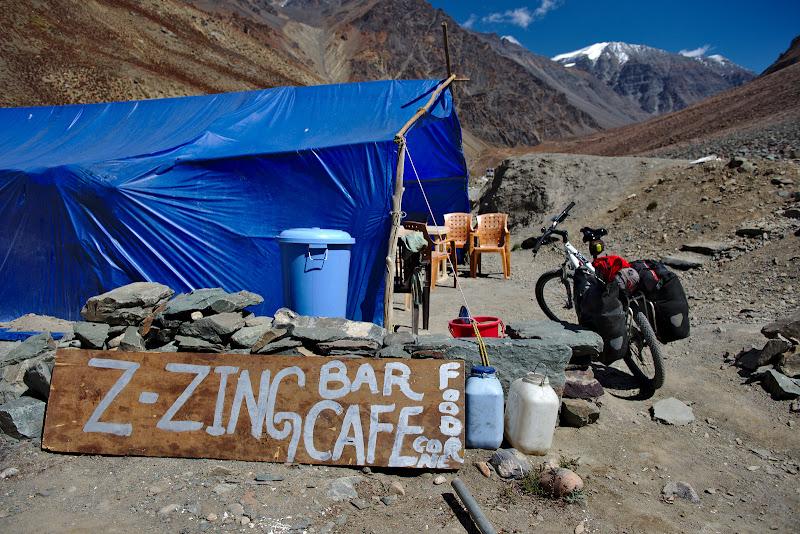 Da, chiar exista un loc pe nume Zing-Zing-Bar, undeva pe la 4300 de metri.