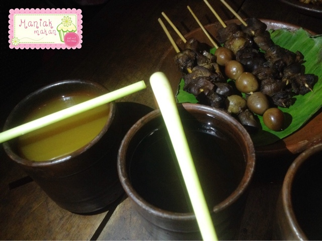 maniak-makan-soto-gerabah-solo-minuman-kunir-asem-teh-panas
