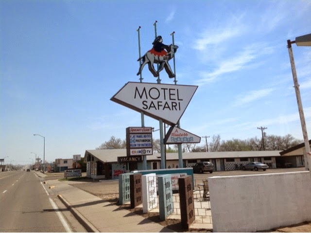 Picture of Safari Motel sign