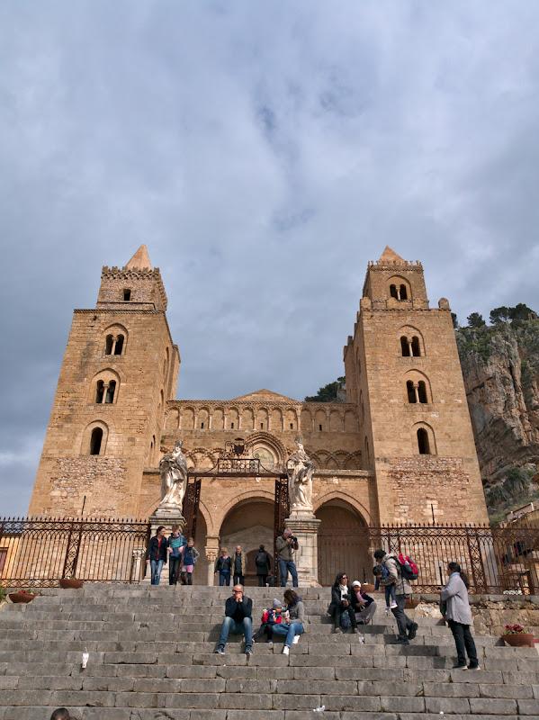 Catedrala din Cefalu, o biserica cu iz de orient mijlociu ridicata in vremea cruciadelor.