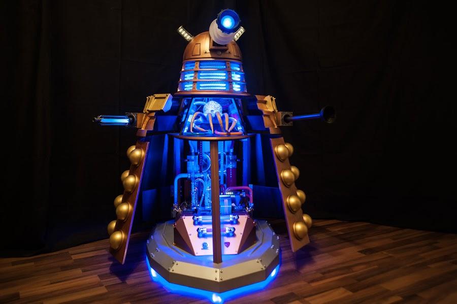 A remote-control, movable Dalek case-mod - complete with Dalek inside!