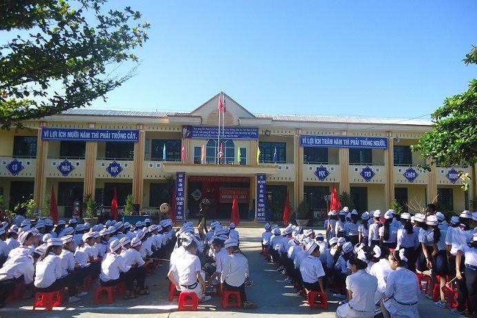 Trường THCS Huỳnh Thúc Kháng long trọng tổ chức Lễ Khai giảng năm học mới